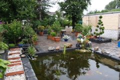 Gartenanlage mit Teich